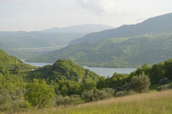 Tenuta Villa Rosato: The view on the lake