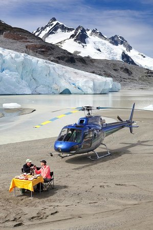 Nimmo Bay Wilderness Resort : Have you had lunch on top of a glacier lately?
