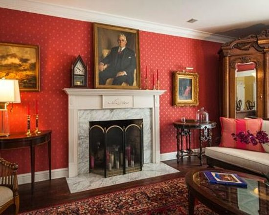 Doone's Inn at Oakmont: Living Room