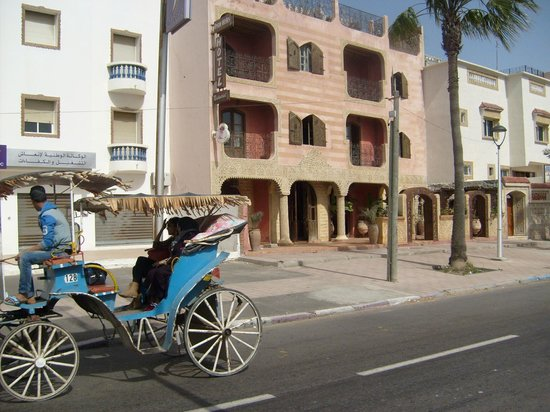 Hotel Orson Welles: View from street with horse n carriages available for travel