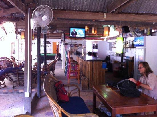 European Guesthouse: Bar area