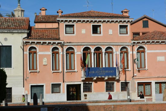 San Sebastiano Garden Hotel : View of the hotel from across the canal