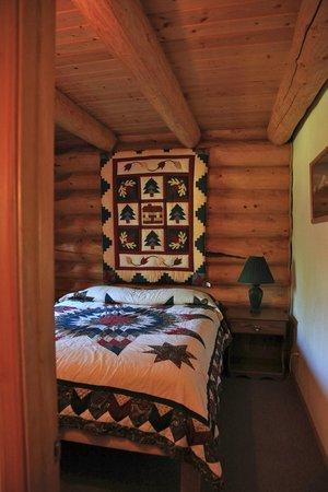 Gate Creek Cabins: Forget Me Not Cabin, Master Bedroom