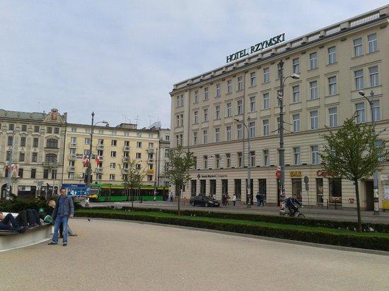 Rzymski Hotel: vom Platz