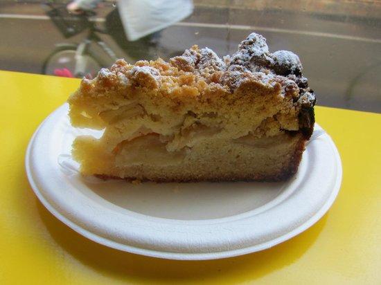 Trockel, Ulmann & Freunde: German Apple Cake
