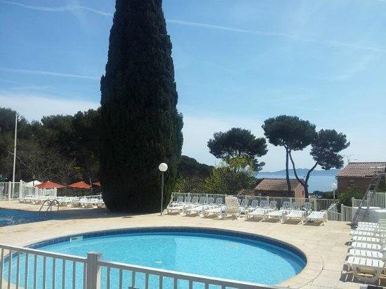 Hôtel Club Vacanciel Carqueiranne : coin piscine
