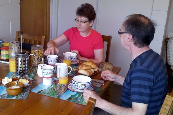 Empty Nest Bed and Breakfast: A good breakfast to start your day