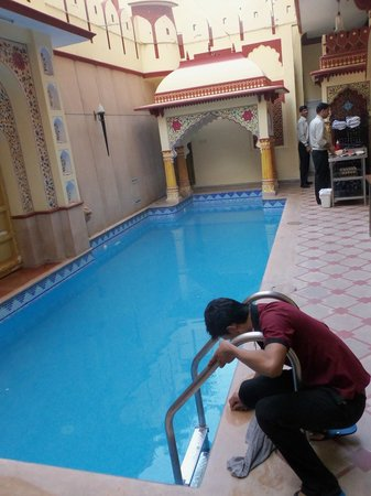 Umaid Mahal: Peaceful pool