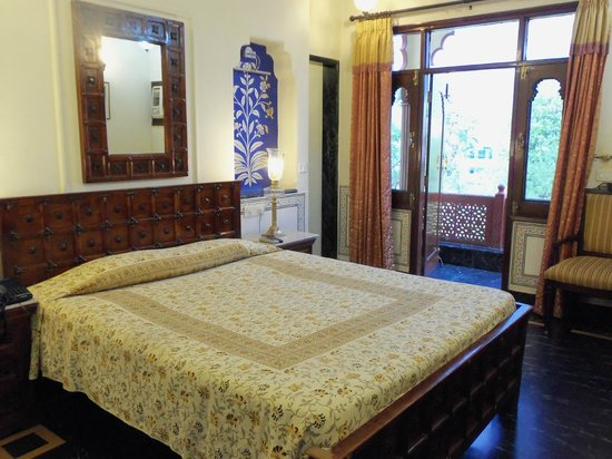 Umaid Mahal: Gorgeous room with balcony
