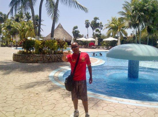 Hesperia Playa El Agua: Piscina del Club Edén