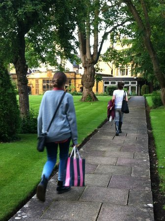 Mercure Banbury Whately Hall Hotel: jardines