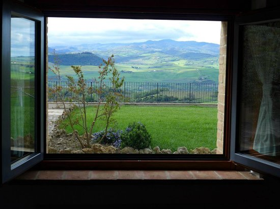 Agriturismo Il Poggione: What you see in the morning