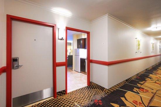 Winners Circle Resort : Interior Hallway