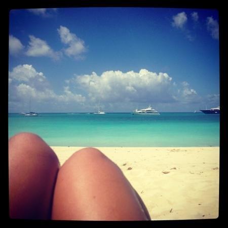 Azure Hotel & Art Studio: gorgeous beach!