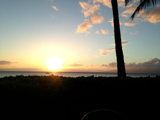 Aston Maui Kaanapali Villas: Sunset from Castaway Cafe patio dining table