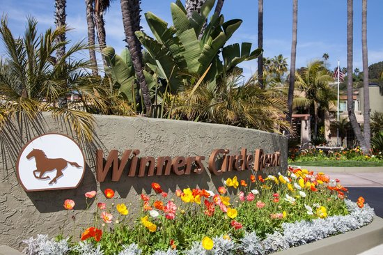Winners Circle Resort : Entrance Sign
