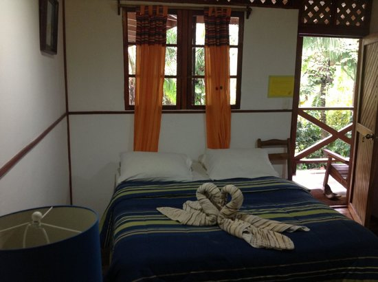 Lizard King Hotel Resort: Deluxe Suite room and curtains