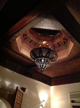 Riad Dar Rassam: Le plafond de la suite