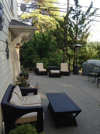 Broad Street Inn: lower patio area
