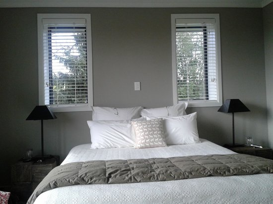 Whitestones Bed & Breakfast: On the left you had a big window with the beautiful view