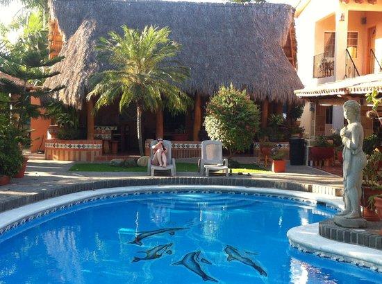 Casa Virgilios: Sitting by the pool
