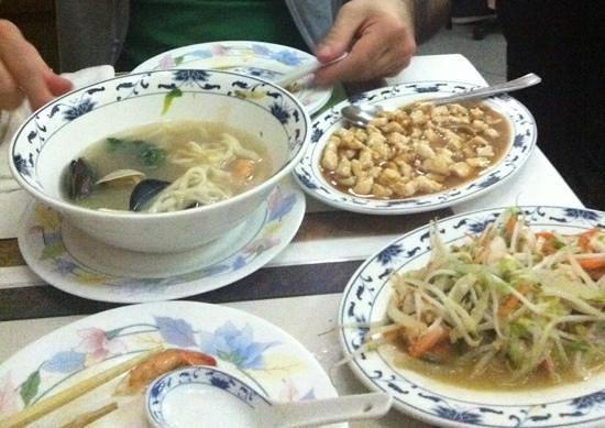 Hua Cheng : pasta fresca in brodo consigliatissima!