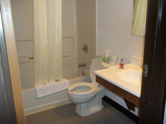 Super 8 Queensbury Glens Falls : salle de bain