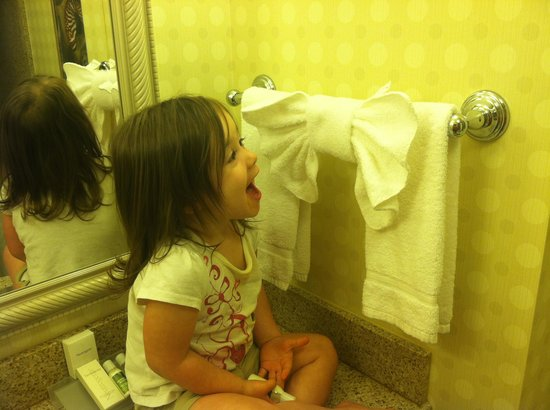 "Hilton Garden Inn San Diego Del Mar : Our ""bow""tastic towels in the bathroom"