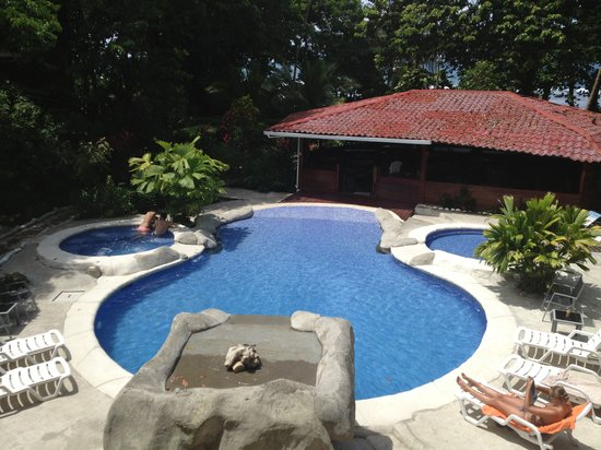 Agapi: La piscina