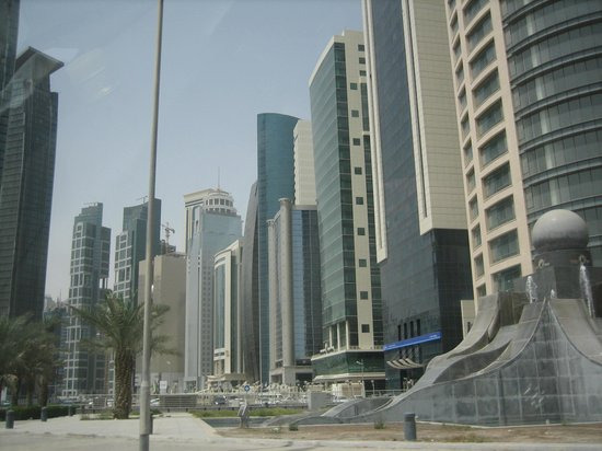 Royal Qatar Hotel: Mas edificios
