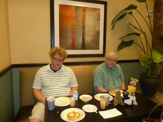 Holiday Inn Express Hotel & Suites Weatherford: Breakfast at Holiday Inn Express Weatherford
