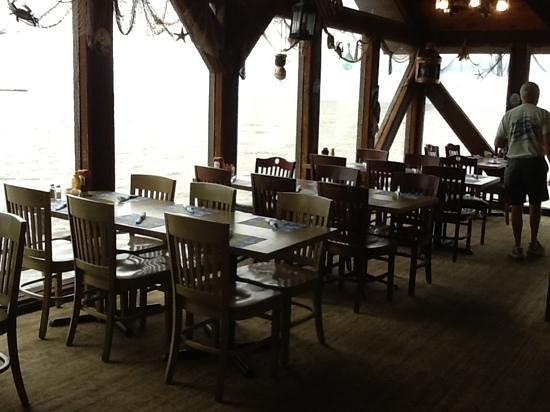 Sea Breeze: The upstairs restaurant - beautiful view