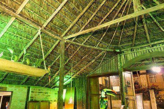 El chozon bar & grill: roofing