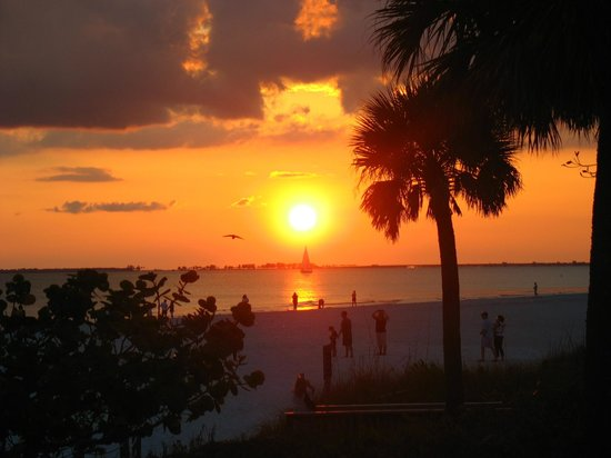 Fort Myers Beach: Just beautiful, now you know why people clap after the sun sets!