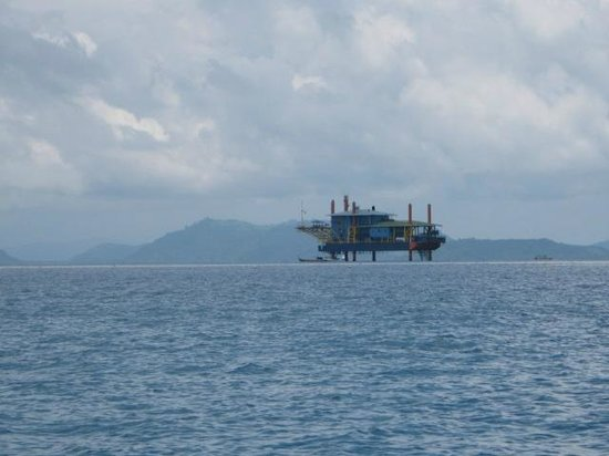 View from Far of Seaventures Dive Rig