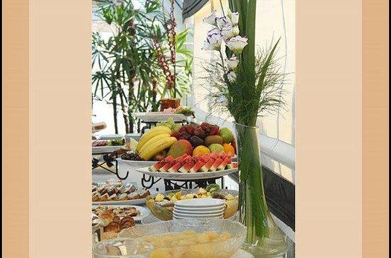 El Conquistador Hotel: Desayuno buffet