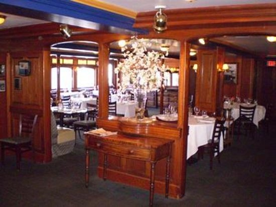Delta King: The Pilothouse Restaurant