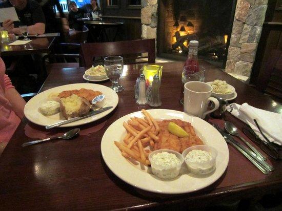 Dinnerhorn Bratskellar: Delicious fried haddock dinner