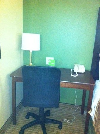 Extended Stay America - Chicago - Skokie: Work desk