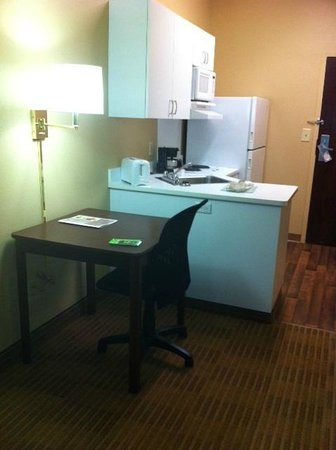 ‪‪Extended Stay America - Chicago - Skokie‬: Second work desk or dining table‬