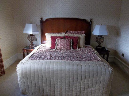 Kilronan Castle Hotel & Spa: King bed