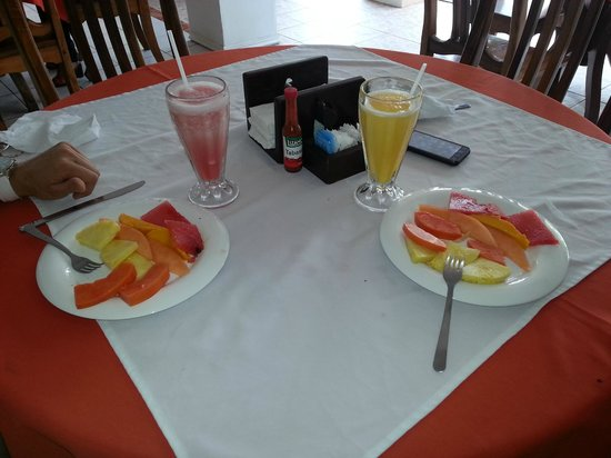 Copacabana Hotel & Suites: breakfast!