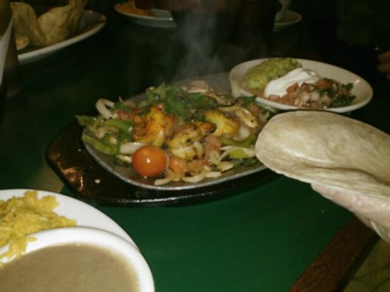 Villa Maya : Steak fajitas with shrimp