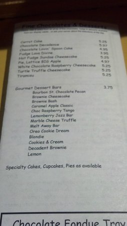 Caffe Chocolat: Lots of yummy deserts