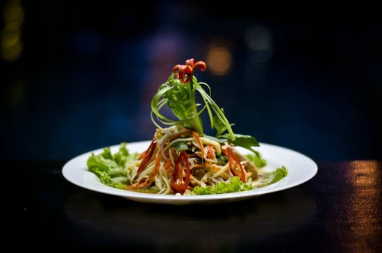 Kia Kaha Villa: Green mango and chicken salad