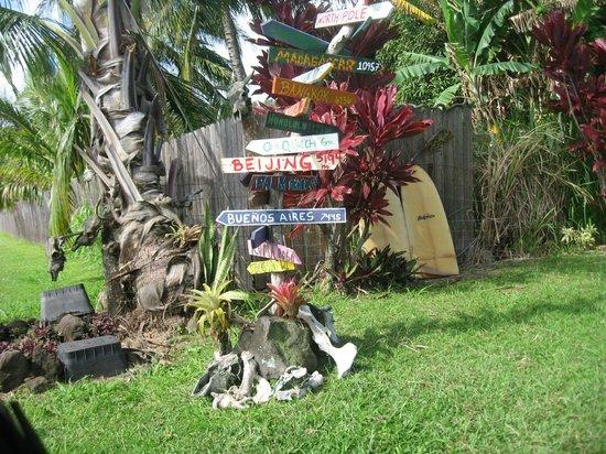Bamboo Inn on Hana Bay: cute road sign outside of Hana