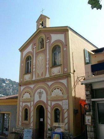 Chapelle de Saint Pierre des Pecheurs: La facade extérieure peinte par Jean Cocteau