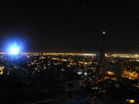 Agustina Suite: Vista noturna da cidade