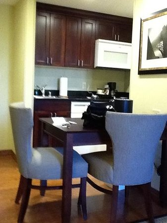 Homewood Suites by Hilton Fresno: kitchen