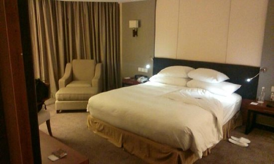 Crowne Plaza West Hanoi: bedroom- very comfortable bed!!!